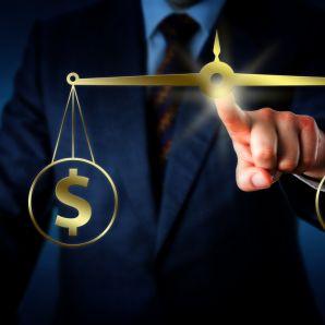 Euro contre dollar, qui gagnera la guerre de la baisse ?